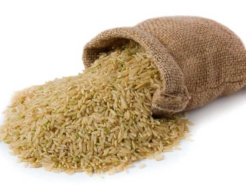 برنج قهوهای سرشار از مواد معدنی و ویتامینهای گروه B میباشد.